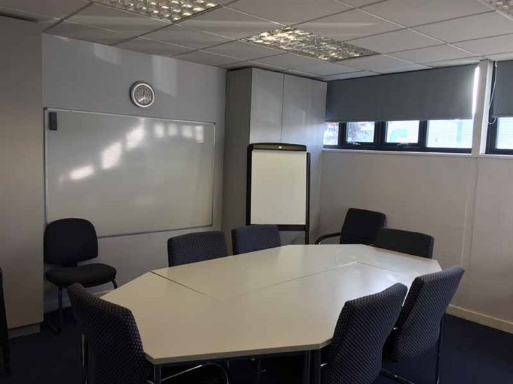 _lg-Loughton-Meeting-room-2