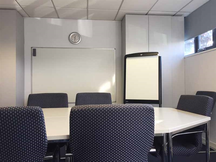 _lg-Loughton-Meeting-room-4